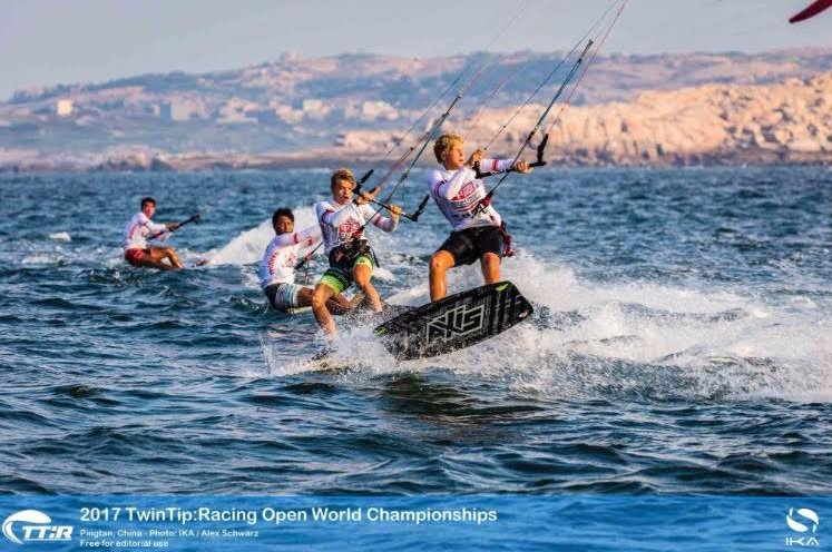 Pack Reshuffled in Topsy Turvy Twin-Tip Racing